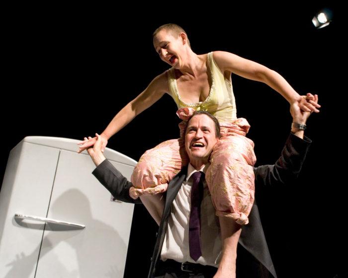 Notglück, Szene mit Annette Windlin und Walter Sigi Arnold